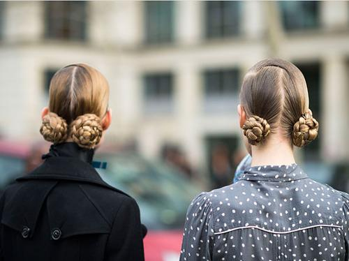 прически на средние волосы косички
