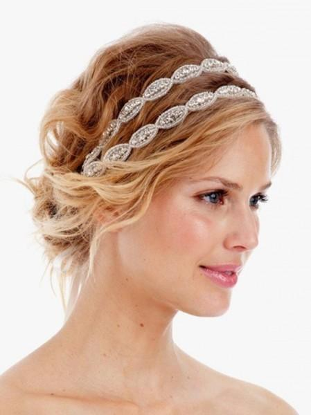 http://fchannel.ru/wp-content/uploads/2013/10/short-bridal-hairstyles-2013-with-headband-449x600-w650.jpg