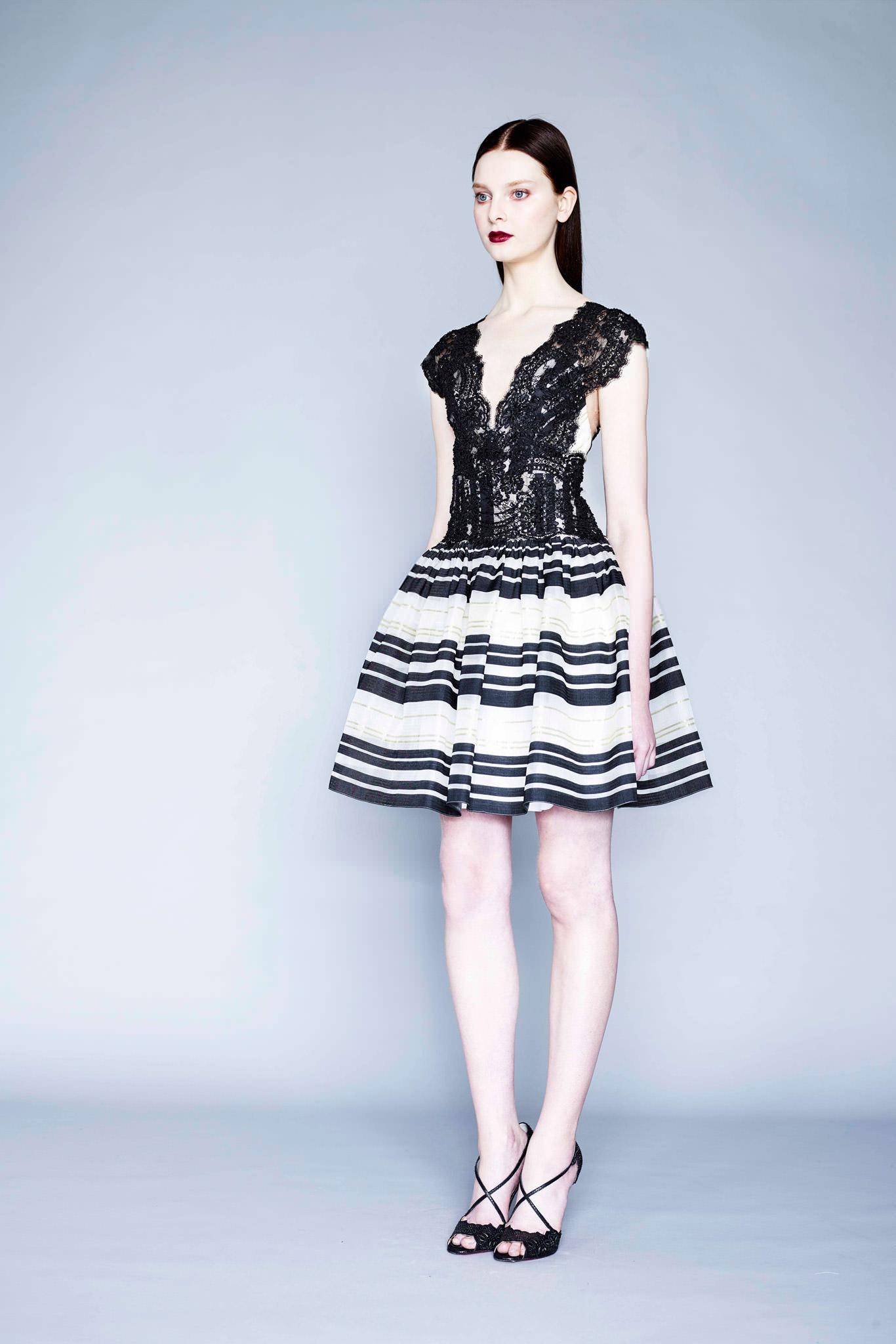 Платье кружевное модные показы