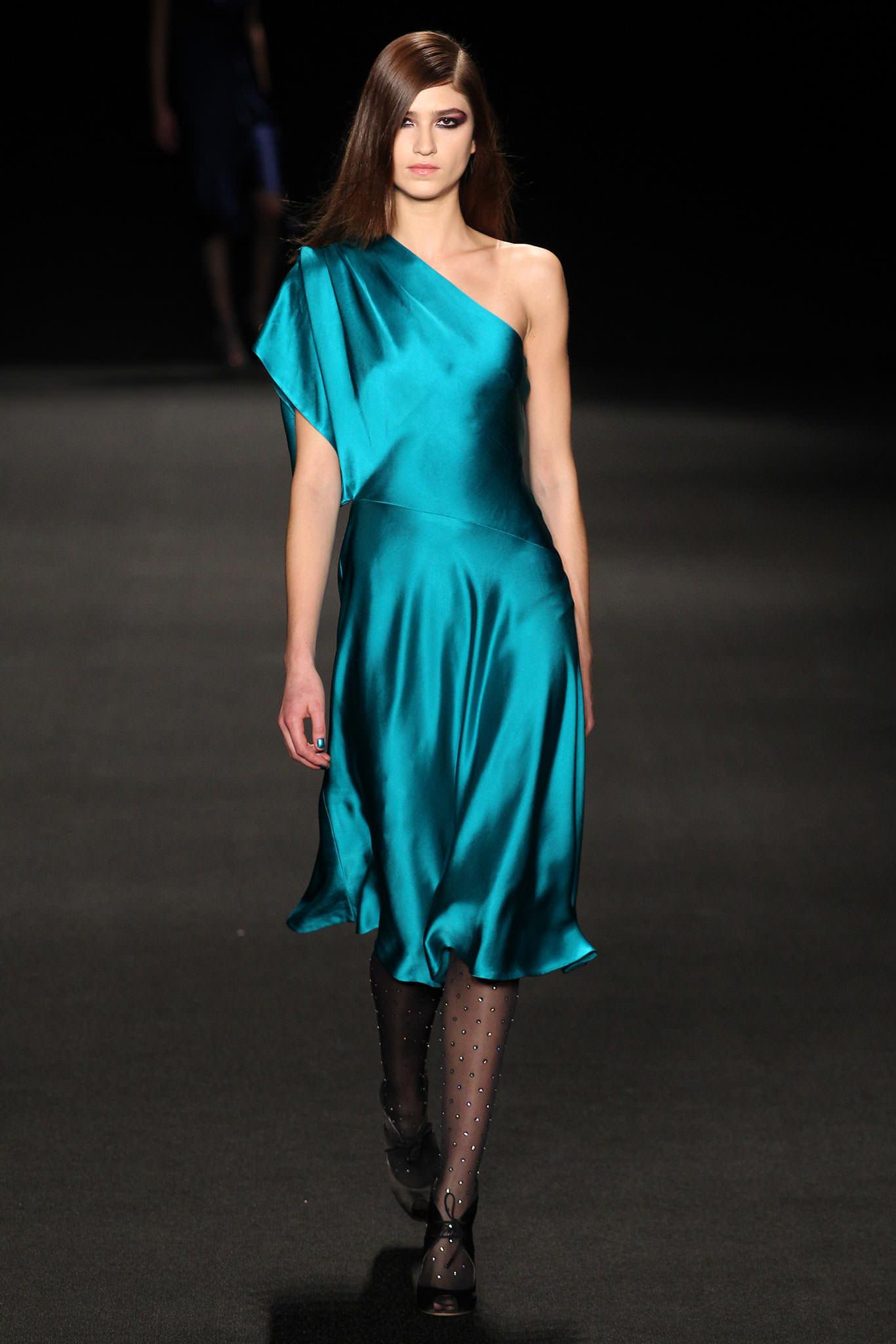 Платье атласный шелк