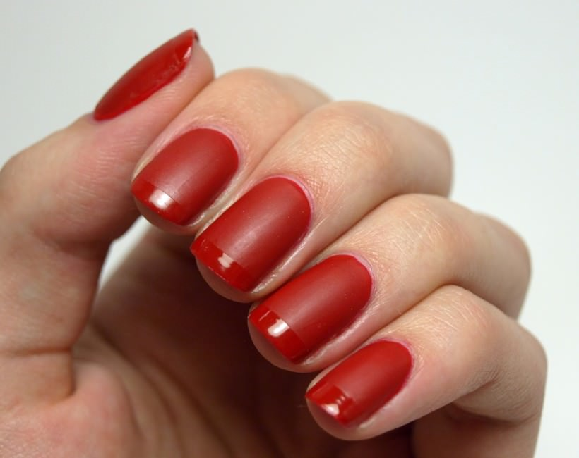 red-matte-nails-glossy-tips