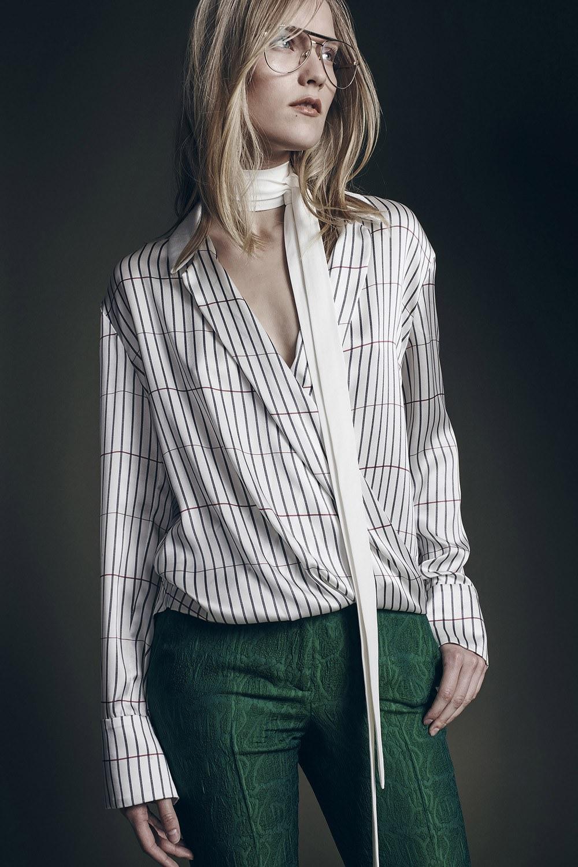 Модные блузки осень-зима 2016-2017  практичность, не чуждая ... 839da32d811