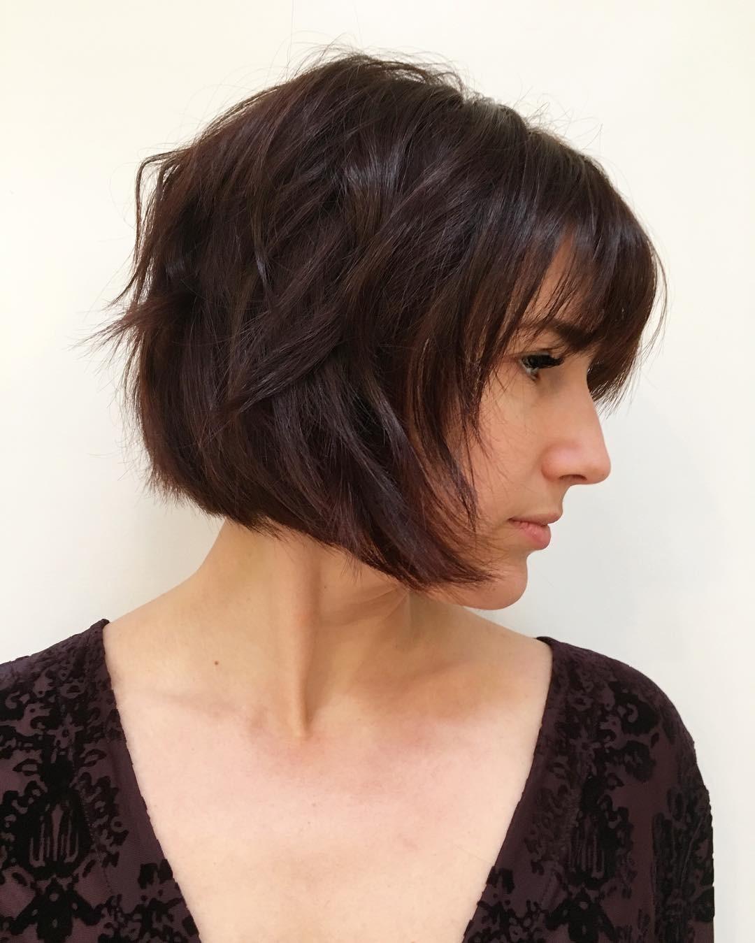 Прически со стрижкой каскад на средние волосы фото